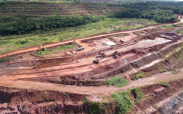 Mining waste on upper levels of Piaba Pit